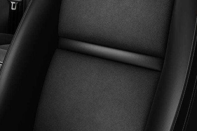 Tapicerka Luxtec z zamszowymi wstawkami